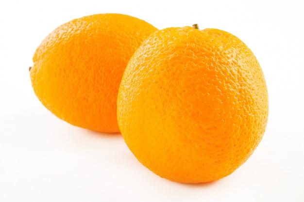 Verse sinaasappelen geïsoleerd