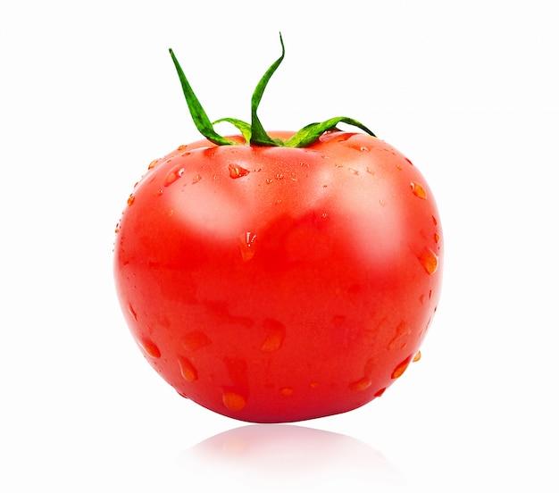 Verse tomaat geïsoleerd op een witte achtergrond met uitknippad.