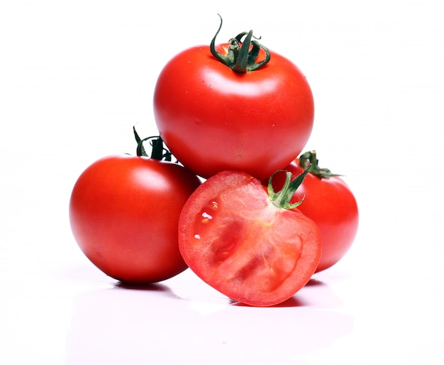 Verse tomaten over wit