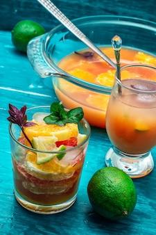 Verse tropische vruchtensappen