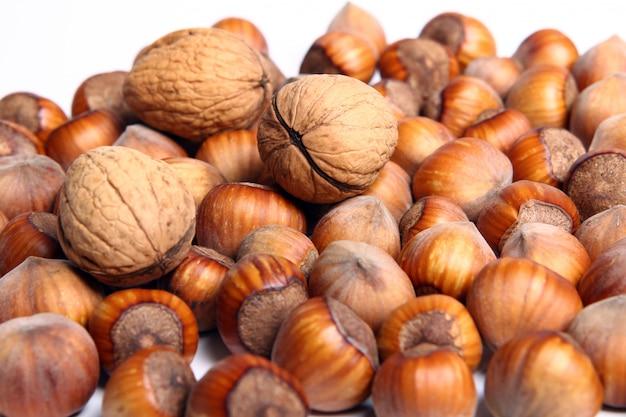 Verse walnoot met leavess en hezelnuts