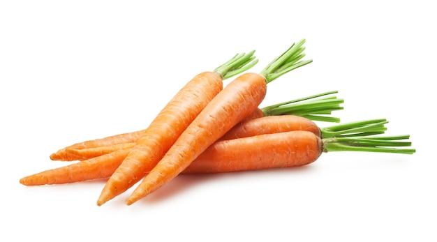 Verse wortelen geïsoleerd op een witte achtergrond Premium Foto