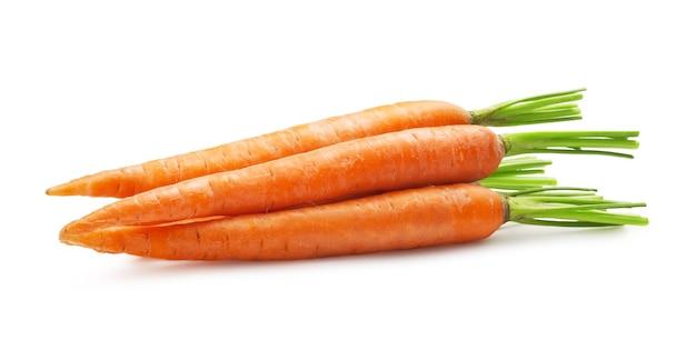 Verse wortelen geïsoleerd op een witte achtergrond