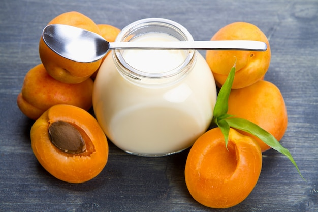 Verse yoghurt met abrikozen