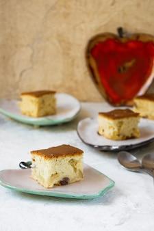 Verse zelfgemaakte gebakjes appeltaart