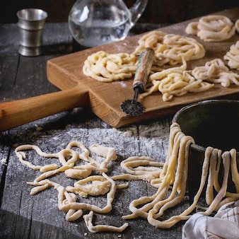 Verse zelfgemaakte pasta pici