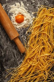 Verse zelfgemaakte pasta, spaghetti.