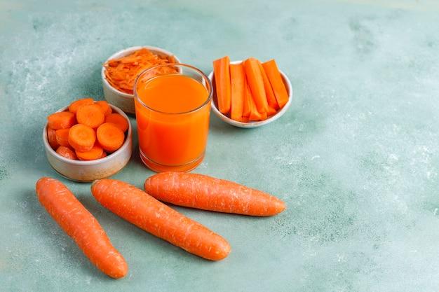 Verse zelfgemaakte wortelsap.