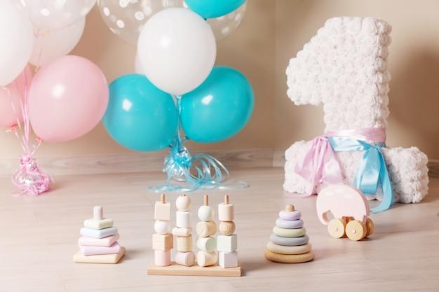 Versierd feest voor de eerste verjaardag