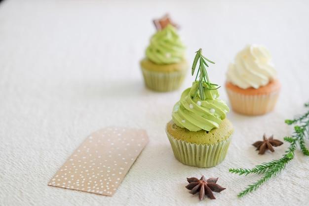 Versierde kerst cupcakes.