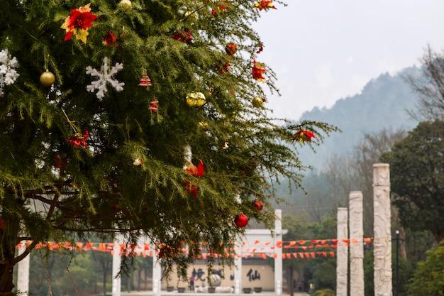 Versierde kerstboom in china