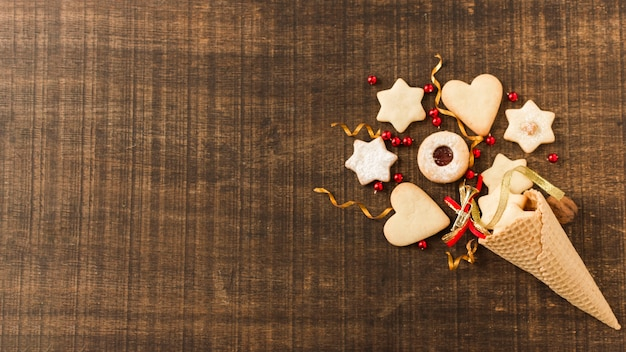 Versierde suikerkegel met koekjes