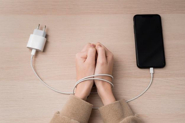 Verslaving aan technologie van bovenaf