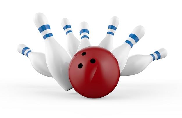 Verspreide kegel en bowling bal geïsoleerd