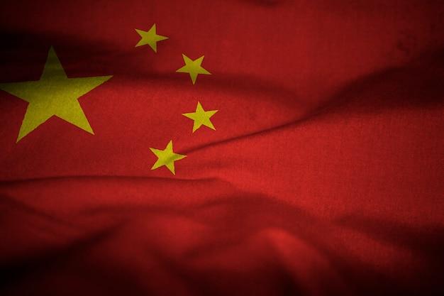 Verstoorde vlag van china waait in de wind