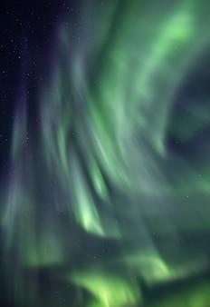 Verticaal behang met het noorderlicht van ijsland