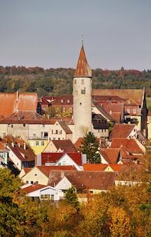 Verticaal schot van mooie historische gebouwen in het district kirchberg an der jagst van duitsland