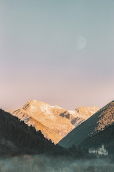Verticale bergen landschap
