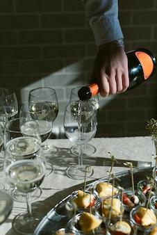 Verticale foto van champagne