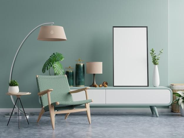 Verticale kaders op lege donkergroene muur in woonkamer interieur met donkergroene fluwelen fauteuil. 3d-rendering