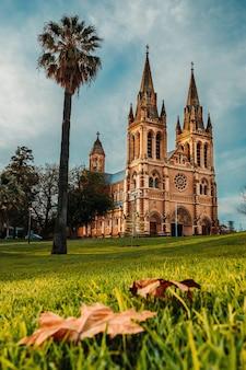 Verticale opname van de st xaviers-kathedraal in adelaide, australië