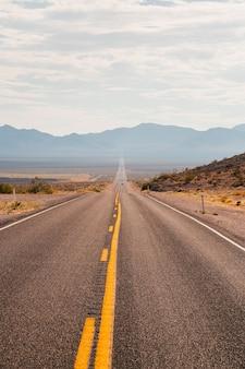 Verticale opname van een weg