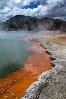 Verticale opname van het geothermische gebied waiotapu aan de zuidkant van het vulkanische centrum van okataina