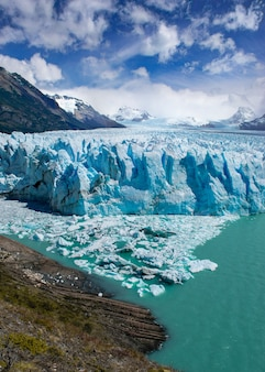 Verticale opname van moreno-gletsjer santa cruz in argentinië