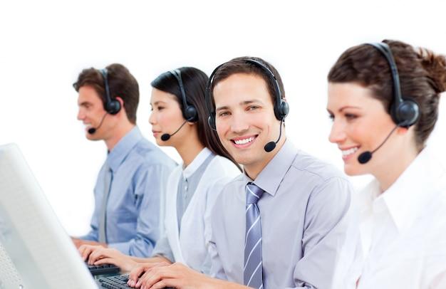 Vertrouwen klantenservice agenten werken in een callcenter