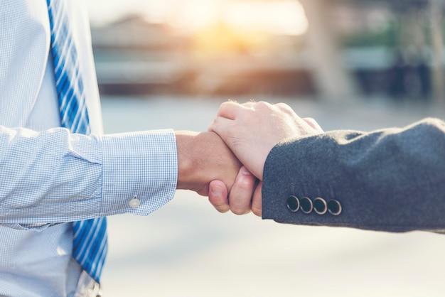 Vertrouwen op fundamentele factoren relatiemarketing. zakelijk vertrouwen onder commitment om succesvol te zijn