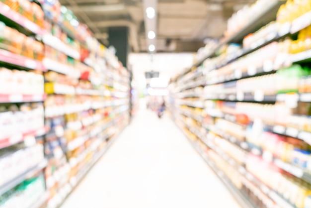 Vervaag het gangpad van de supermarkt