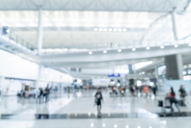Vervagen scène met toeristen in de luchthaven