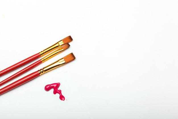 Verven en penselen voor kunstproces