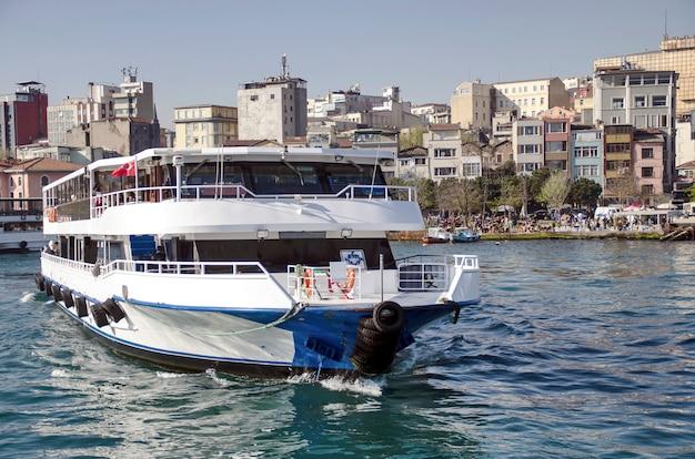 Vervoer op de bosporus in istanbul