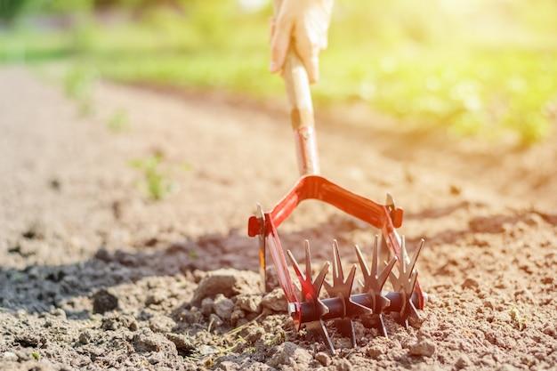 Verwerking en verzorging van de grond in de tuin