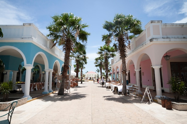 Verwijderd van straat in tropische toeristenplaats