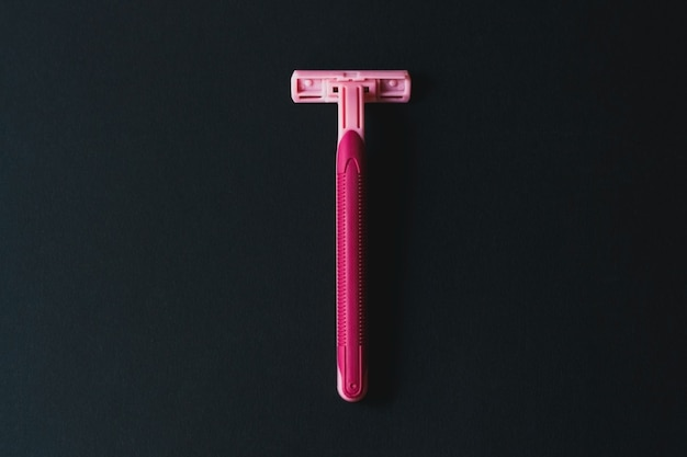 Verwijdering van ongewenst haarconcept wegwerpscheermachine voor vrouwen
