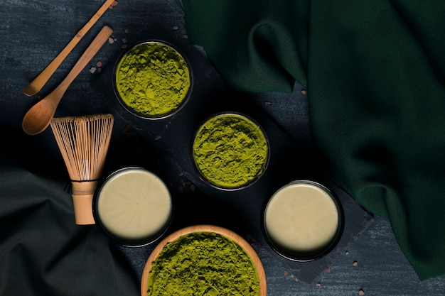 Verzameling poeder groene thee