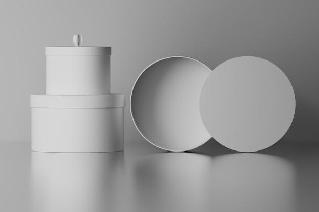 Verzameling set ronde geschenkverpakkingen dozen met blanco oppervlakken op spiegelglanzende vloer