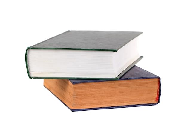 Verzameling van boeken geïsoleerd op wit, onderwijs