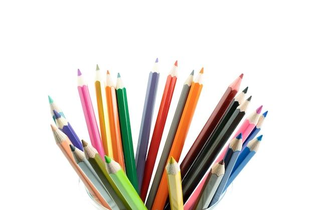 Verzameling van crayon de couleur voor tekenen op witte achtergrond