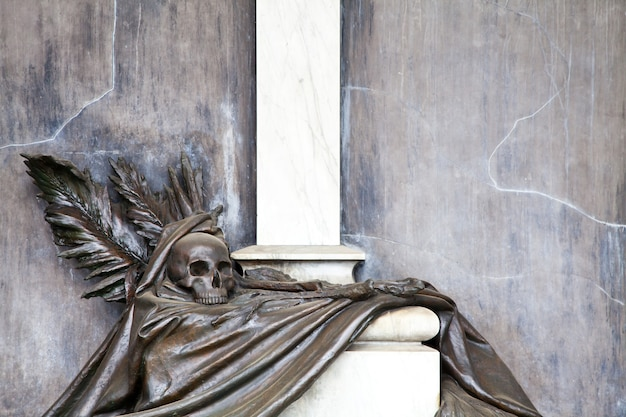 Verzameling van de mooiste en meest ontroerende architecturen op europese begraafplaatsen