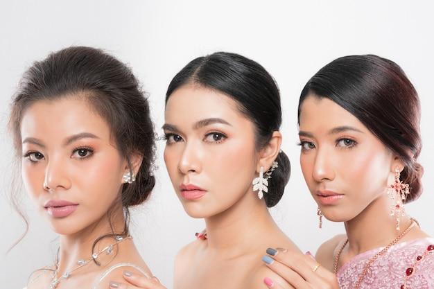 Verzameling van drie mooie vrouwen.