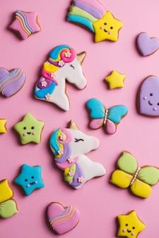 Verzameling van geglazuurde peperkoek cookies