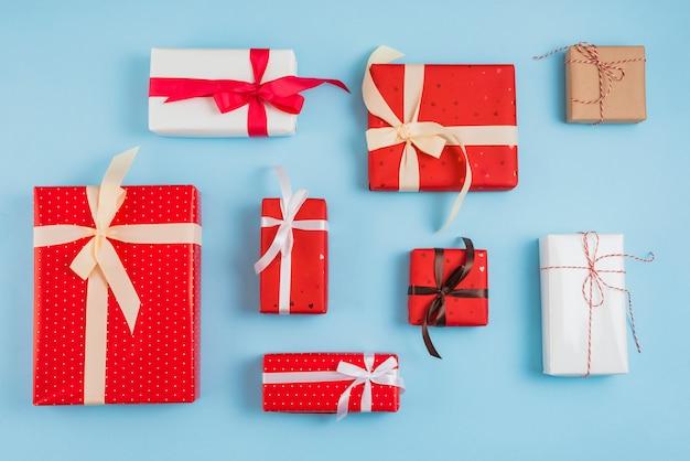 Verzameling van geschenkdozen in wraps