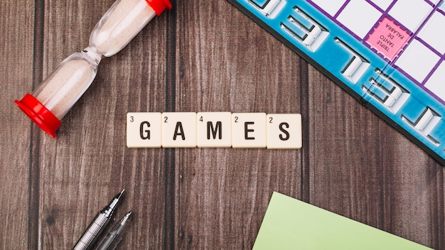 Verzameling van kubussen met games titel