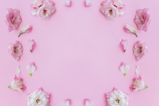 Verzameling van roze bloemen