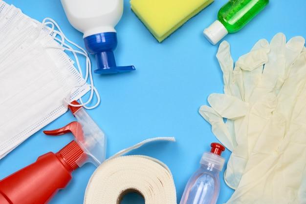 Verzameling van schoonmaakproducten close-up
