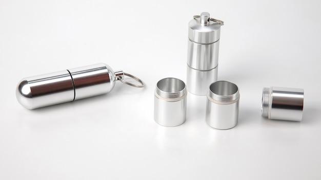 Verzegelde aluminium bakjes voor kleine voorwerpen en medische pillen