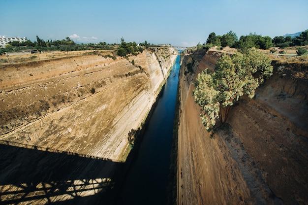 Verzending van vracht via het kanaal van korinthe, griekenland